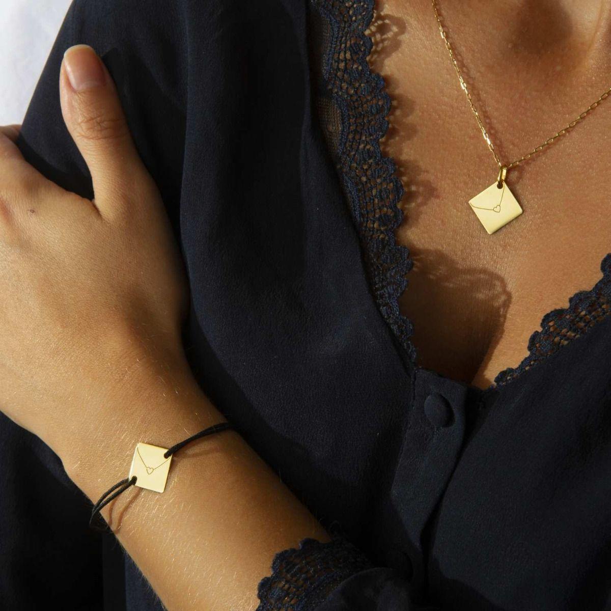 Pendentif et bracelet cordon de la collection Enveloppe